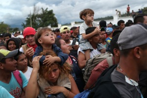 Caravana migrantes centroamericanos avanza por guatemala