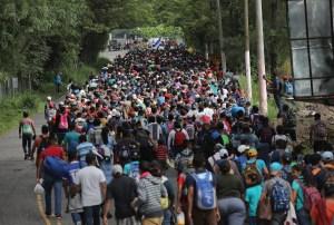 Caravana de migrantes se trasladan a EE.UU. desde Guatemala