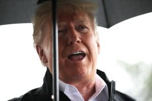Donald Trump en jardín de la Casa Blanca